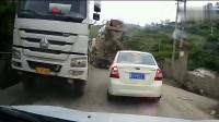 行车记录仪:这样的女司机你也上高速,起码要看下后视镜吧,唉!