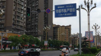 江东大道路段有三个红绿灯路口已经坏了,请过往行人注意安排,辛苦辖区相关工作人员早日维修,市民安全过马路
