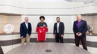 官方:拜仁正式签下萨内,双方签约至2025年6月