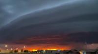 美国上空现巨型圆盘状陆架云 似外星飞船画风很神秘
