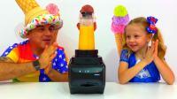 美国儿童时尚,和爸爸一起做好吃的冰淇淋,气氛很融洽!
