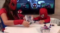 蜘蛛侠:蜘蛛侠妈妈陪小蜘蛛侠玩玩具