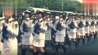 遇到中国最帅的人!解放军仪仗队女兵齐步走在大街上,英姿飒爽!