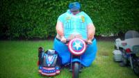 美国儿童时尚,小萝莉和扮成大胖子的爸爸,做游戏