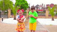 美国儿童时尚,小正太和小伙伴在神奇玩具屋玩冒险游戏,好好玩呀