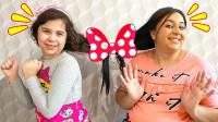 糟糕,萌娃小萝莉和妈妈的头发怎么绑在一起了?如何破解魔法?儿童亲子益智趣味游戏玩具故事