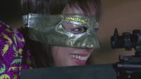 现在的年轻人,以为戴个面具出门,就无法无天了