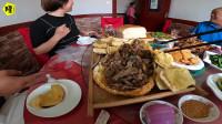 房车自驾游在塔城吃到当地特色美食,内蒙人吃着都说好吃的烤羊腿