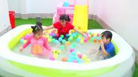 美国儿童时尚,安妮和家人一起在充气水池中玩游戏,多么开心呢