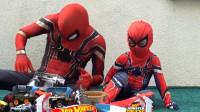 蜘蛛侠:蜘蛛侠和小朋友玩玩具车游戏