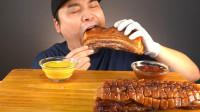 看韩国人吃烤五花肉馋得流口水,大块的肉塞嘴里满嘴是油,外焦里嫩太香了