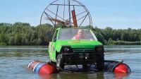 60岁老头自制水陆汽车,一开始众人嘲笑,下水的瞬间所有人都服了