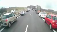 """什么叫""""素质""""?高速路发生车祸,这些司机的做法让人点赞"""