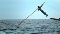 地球上最后的传统捕鲸者,凭借一把鱼叉,敢和十几吨的抹香鲸斗!