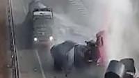 高速倒车半挂车撞上车头瞬间粉碎 司机发生神奇一幕