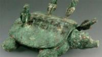 """老汉钓鱼钓到只""""乌龟"""",背部插着4支箭,专家:钓了18亿"""