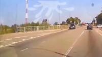 行车记录仪:司机追尾大货车,可这遭遇也太令人不寒而栗