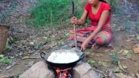 农村大姐搞野,意外捡到一窝大鸭蛋,柴火煮着吃,味道太香了!