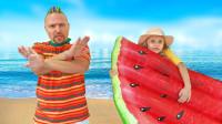 超好笑,萌娃小萝莉怎么带着西瓜游泳垫去旅行?可是爸爸为何不能去了?