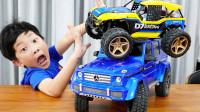太棒了,萌娃小正太怎么有两辆玩具车?可是爸爸怎么弄坏了?儿童亲子益智趣味游戏玩具故事