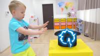 萌娃小可爱们进行了一场有趣的才艺展示,小家伙表演的魔术可真是精彩呢!