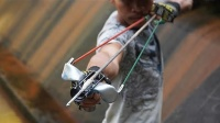 大神用自行车零件打造可以捕捉大鱼的弹弓