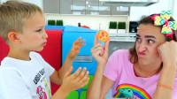 萌娃小可爱发明了一台可以把食物变大的机器,可真是厉害呢!—妈咪:我要吃披萨!