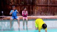 国外儿童时尚,小朋友们和小哥哥,一起学游泳