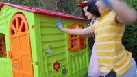 国外儿童时尚,小萝莉和哥哥户外趣玩,用手掌涂鸦色彩