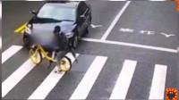 斑马线前未减速慢行的私家车,撞上骑自行车的女生,这反应绝了!