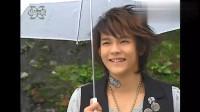 终极一家:夏天雄哥雨中谈心,这拥抱太暖心,真孝顺啊