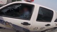 河北一交警开车不系安全带并打电话遭摩托骑手质疑 警方回应