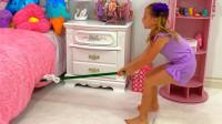 萌娃小萝莉这是和谁再抢玩具呢,真的好搞笑啊!一萌娃:你是谁呀!