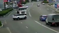 监控:这样的车祸,谁都说自己没有错
