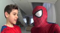 蜘蛛侠:蜘蛛侠和小朋友玩儿捉迷藏