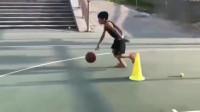 8岁小孩为了篮球梦,每天的训练强度超强,为了梦想依旧在努力!