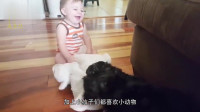 小狗逗萌娃雀跃,画面太有爱了