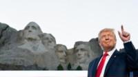 """美媒曝特朗普想把自己雕像加进""""总统山"""",特朗普发推否认"""