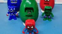 僵尸在抓小朋友们,他们都藏起来了,结果僵尸被小超人打倒了!