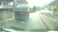 灵异事件?六个月的宝宝离奇出现在高速公路上,幸亏遇到的是老司机
