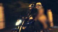 广州一男子骑摩托载一女子撞上石墩 后座女子一丝不挂被撞飞