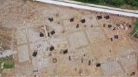 云南丽江一足球场重建时发现春秋战国时期大型石棺墓藏