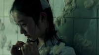 少年的你:胡小蝶被堵卫生间,身上被扔满纸巾,她究竟哪里做错了