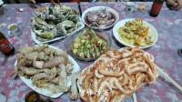 阿峰凭实力请客,花160煮一桌海鲜请5个人吃,这海鲜真便宜
