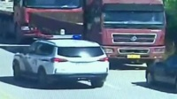 福建:女童被锁车内 民警成功施救 共度晨光 20200821 高清