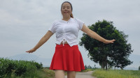 网络红歌《百花香》(外景)茶乡妹子在茶园边深情演绎一曲百花香!