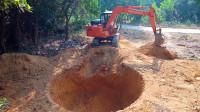开挖掘机挖一个大坑,虽然不知道干什么,但感觉好厉害的样子