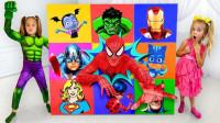 超奇妙,蜘蛛侠和绿巨人怎么从箱子里冒出来了?可是能帮助萌娃小萝莉吗?