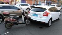 """等红灯""""被追尾"""",后面电动车车主身亡,前面汽车车主要负责吗?"""