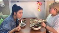 张雨绮吃减脂餐的名场面,偷偷夹助理的菜,结果瞬间悲剧了